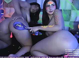 Panas lesbian remaja gila webcam menunjukkan